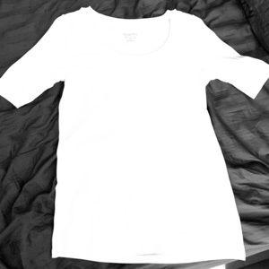 White elbow sleeve shirt